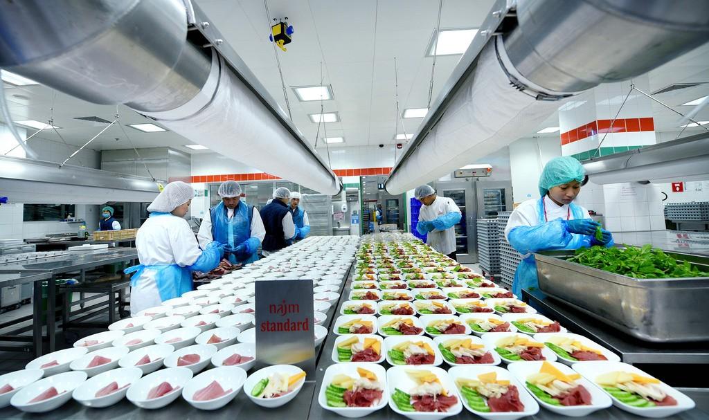 Emirates Cała prawda o jedzeniu w samolocie