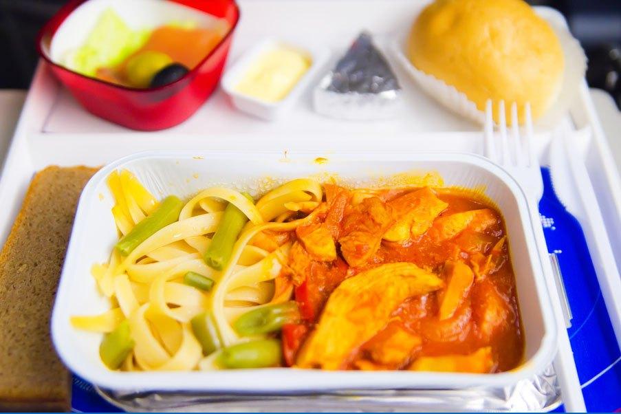 Cała prawda o jedzeniu w samolocie