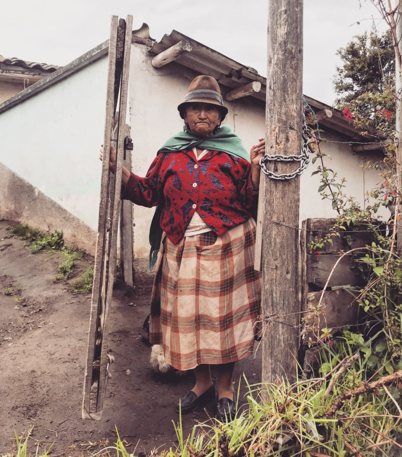 Kobieta w tradycyjnym stroju w Ekwadorze