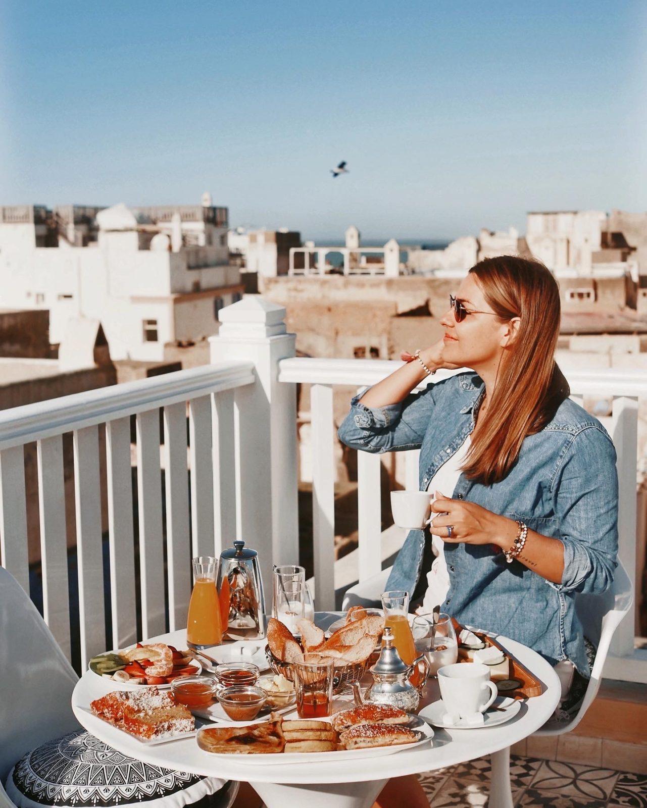 śniadanie na tarasie w Suite Azur