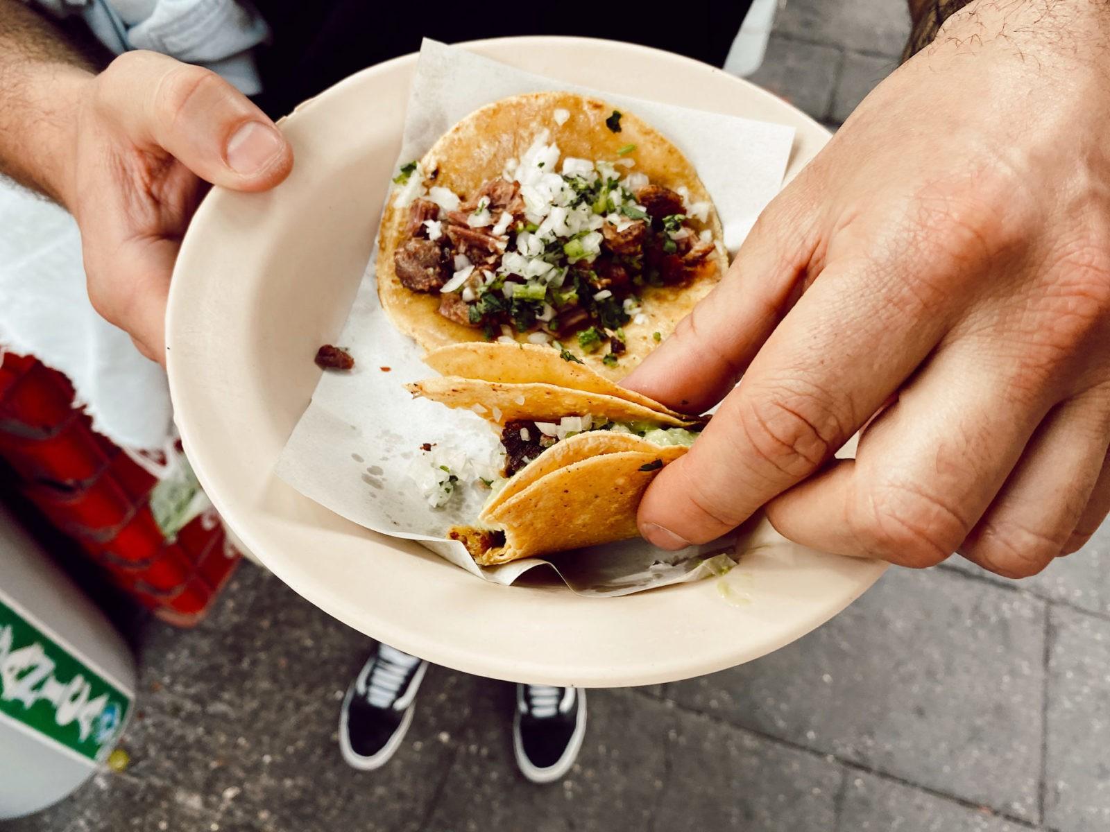 tacosy przed budką Los Cocuyos